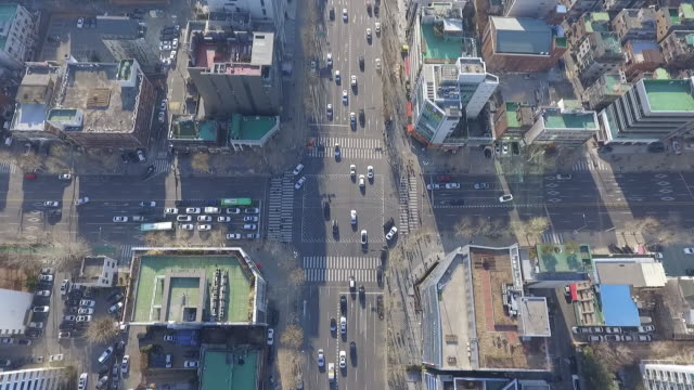 daechi-dong downtown district and traffic at intersection, seoul, south korea - ソウル点の映像素材/bロール