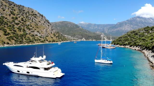 vidéos et rushes de excursion en bateau tous les jours. voyage bleu. l'île de saint-nicolas de oludeniz, fethiye / turquie. - voilier à moteur