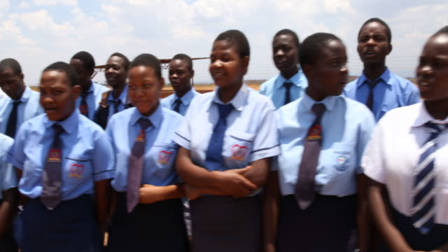 vidéos et rushes de daily life in zimbabwe - teenage girls