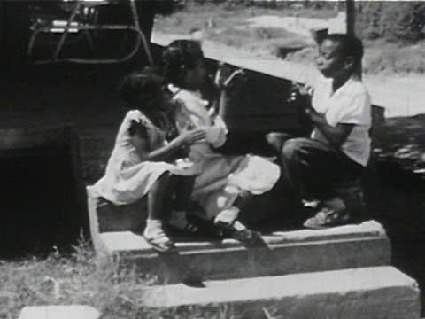 daily life of an african american family in gainesville, georgia, 1950's - 19 of 27 - afroamerikansk historia i usa bildbanksvideor och videomaterial från bakom kulisserna
