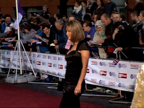 daily mirror pride of britain awards 2007 arrivals and interviews richard hammond posing for press as arriving/ barbara windsor posing for press with... - richard hammond stock videos & royalty-free footage