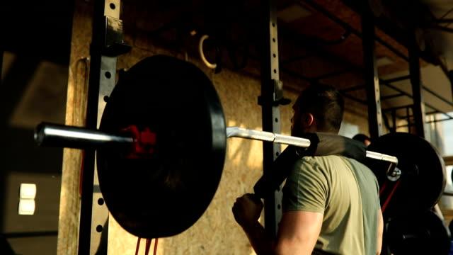 tägliches training - menschlicher muskel stock-videos und b-roll-filmmaterial