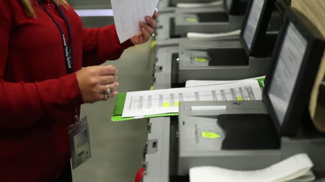 vídeos de stock, filmes e b-roll de daisy capote a miamidade election support specialists checks voting machines for accuracy at the miamidade election department headquarters on august... - flórida eua