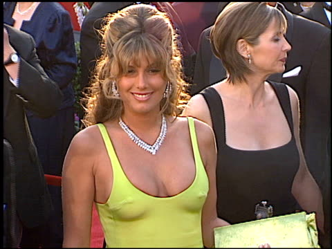 vídeos de stock, filmes e b-roll de daisy fuentes at the 1996 academy awards arrivals at the shrine auditorium in los angeles california on march 25 1996 - 1996