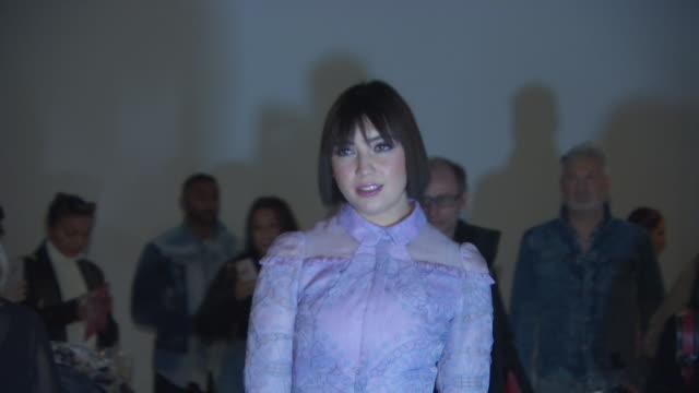 daisy lowe at the london fashion week february 2019 bora aksu on february 15 2019 in london united kingdom - french overseas territory stock videos & royalty-free footage