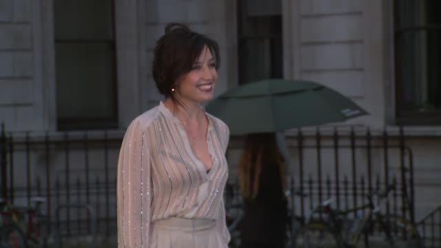 vídeos de stock, filmes e b-roll de daisy lowe on the committee and her plans at the royal academy of arts summer party on 4 june, 2014 in london, england. - royal academy of arts