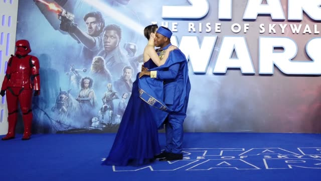 """daisy ridley and john boyega attend """"star wars: the rise of skywalker"""" european premiere at cineworld leicester square on december 18, 2019 in... - celebrities stock videos & royalty-free footage"""