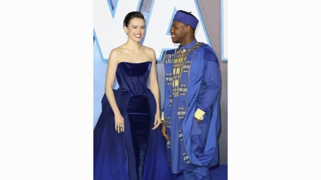 """daisy ridley and john boyega attend the """"star wars: the rise of skywalker"""" european premiere at cineworld leicester square on december 18, 2019 in... - première stock videos & royalty-free footage"""