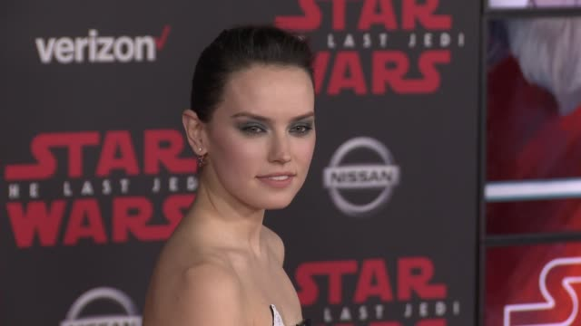vidéos et rushes de daisy ridley at the star wars the last jedi premiere at the shrine auditorium on december 9 2017 in los angeles california - star wars titre d'œuvre