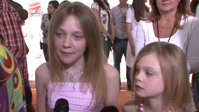 Dakota Fanning and Elle Fanning on the event getting slimed her young fan base and who she's pulling for at the 2007 Nickelodeon's Kids' Choice...