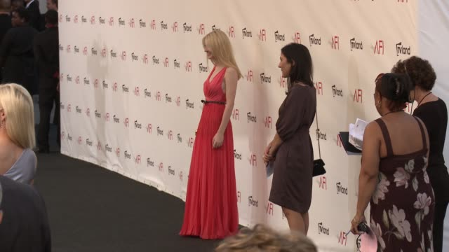 stockvideo's en b-roll-footage met dakota fanning at shirley maclaine honored with the 40th afi life achievement award dakota fanning at shirley maclaine honored on june 07 2012 in los... - afi life achievement award