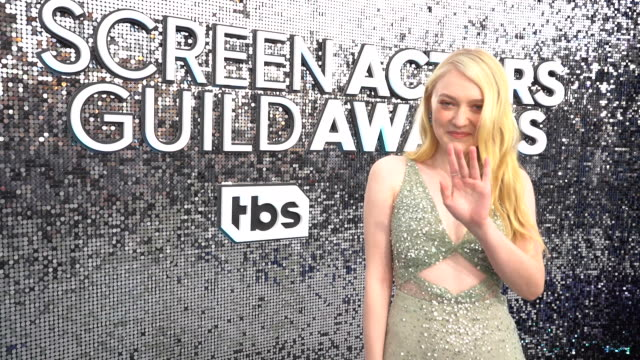 dakota fanning at the 26th annual screen actors guild awards red carpet roaming at the shrine auditorium on january 19 2020 in los angeles california - 映画俳優組合点の映像素材/bロール