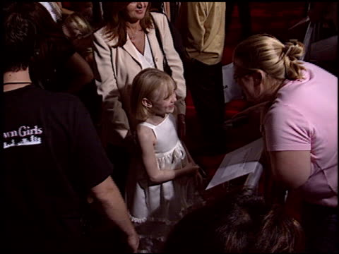 vídeos y material grabado en eventos de stock de dakota fanning at the 'uptown girls' premiere at the cinerama dome at arclight cinemas in hollywood, california on august 4, 2003. - arclight cinemas hollywood