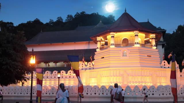 Dalada Maligawa under full moon