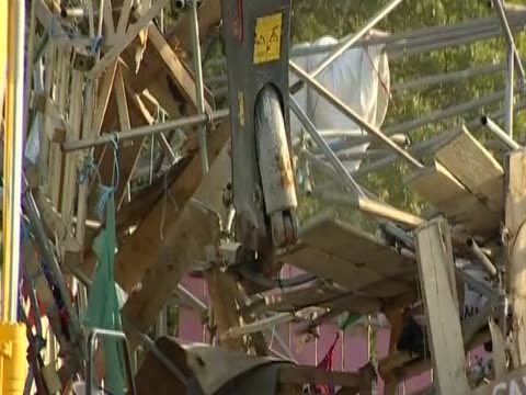 dale farm's gateway is ripped down during the eviction of travellers from the site - デールファーム点の映像素材/bロール