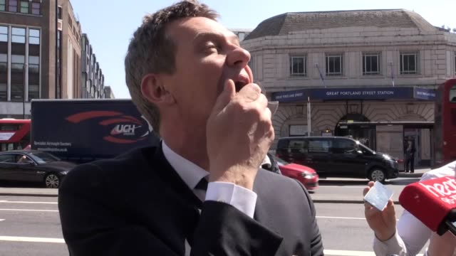 vídeos y material grabado en eventos de stock de dale winton has been given a star-studded send-off as the tv presenter's friends from the world of showbusiness gathered for his funeral. interviews... - dale winton