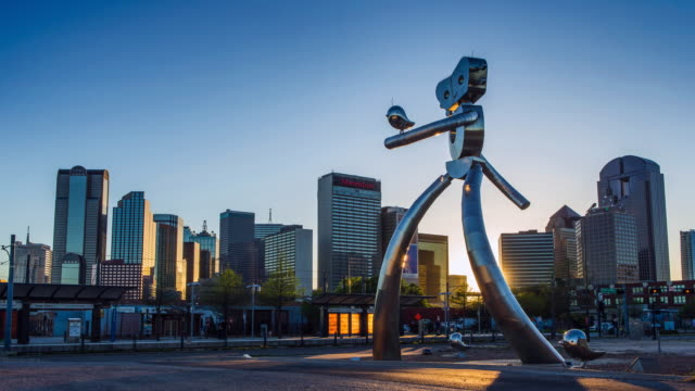 dallas sunset timelapse: the travelling man - sculpture stock videos & royalty-free footage