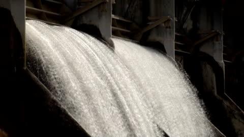 stockvideo's en b-roll-footage met dam: hydroelectric power - dam mens gemaakte bouwwerken