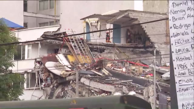 vidéos et rushes de damage caused by 7.1 earthquake in mexico city. on the anniversary of a deadly 8.0 quake that struck central mexico in 1985, a 7.1 magnitude... - mexico