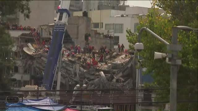 vídeos de stock e filmes b-roll de ktla damage caused by 71 earthquake in mexico city on the anniversary of a deadly 80 quake that struck central mexico in 1985 a 71 magnitude... - sismo