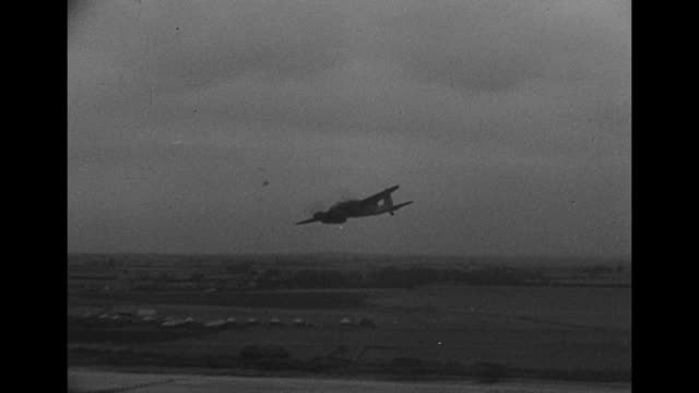 damaged british bombers on airfield in england / two shots of pilots talking to officers / nose of bomber and propeller spinning / pilot closing... - propeller bildbanksvideor och videomaterial från bakom kulisserna