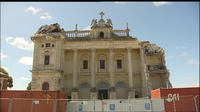 vídeos y material grabado en eventos de stock de damaged cathedral of the blessed sacrament in barbadoes street - piedra material de construcción