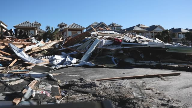 vidéos et rushes de damaged homes and debris are seen after hurricane michael passed through the area on october 12 2018 in mexico beach florida the hurricane hit the... - endommagé