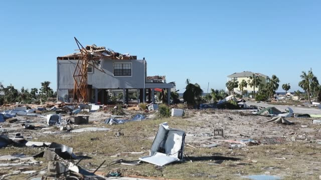 vídeos de stock e filmes b-roll de damaged homes and debris are seen after hurricane michael passed through the area on october 12 2018 in mexico beach florida the hurricane hit the... - escombros material