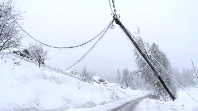 stockvideo's en b-roll-footage met damaged power pole after the storm - stroomuitval