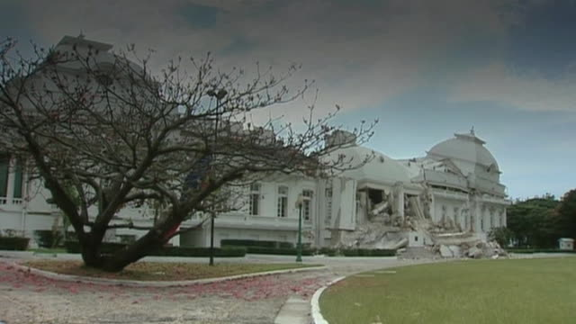 vídeos de stock e filmes b-roll de damaged presidential palace following haiti earthquake - hispaniola