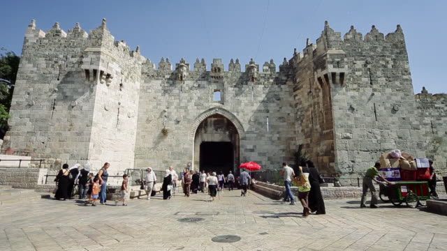damascus gate entrance into the old city of jerusalem, ws - cancello video stock e b–roll