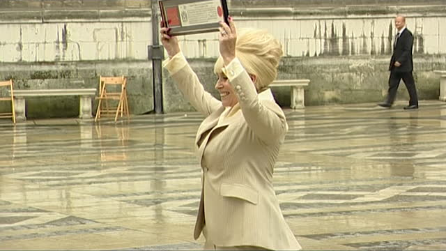 dame barbara windsor posing for press after receiving freedom of the city of london - mental illness stock videos & royalty-free footage