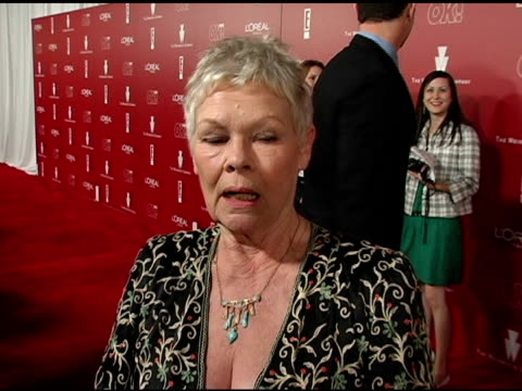 stockvideo's en b-roll-footage met dame judi dench on her style, her oscar gown and on her outfit tonight at the 2006 weinstein company pre-oscar party at the pacific design center in... - oscar party
