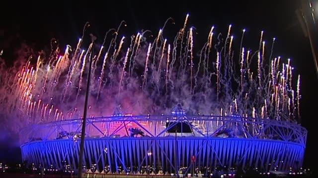 dame tessa jowell dies aged 70 r28071206 / london stratford olympic park olympic stadium wide shot fireworks coming from stadium during opening... - オリンピックスタジアム点の映像素材/bロール
