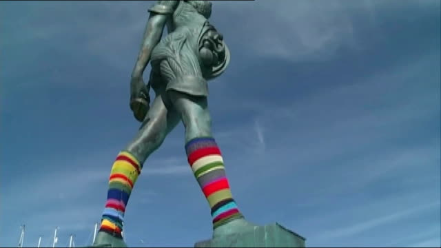 damien hirst statue 'verity' gets legwarmers; england: devon: ilfracombe: ext 'yarn-bomb' knitted legwarmers on legs of 'verity' statue / stripey... - leg warmers stock videos & royalty-free footage