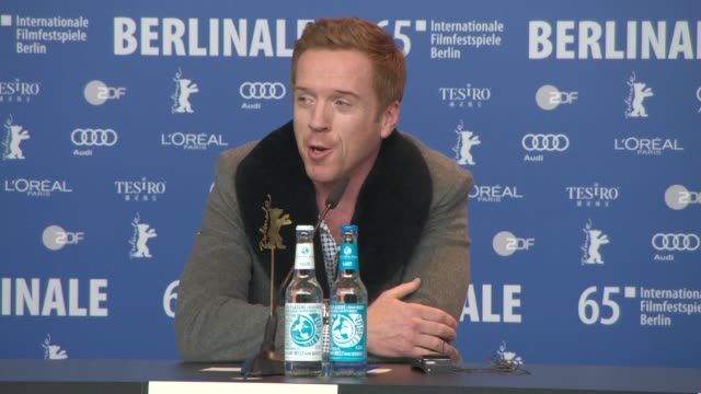 damien lewis on the letters exchanged doughty-wylie and gertrude bell, filming the love scene with nicole kidman at , 'queen of the desert' press... - 俳優 ダミアン・ルイス点の映像素材/bロール