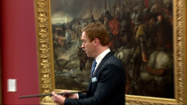 Damien Lewis receives Freedom of the City of London ENGLAND London Guildhall PHOTOGRAPHY*** Damian Lewis along / Lewis posing with Freedom of City of...