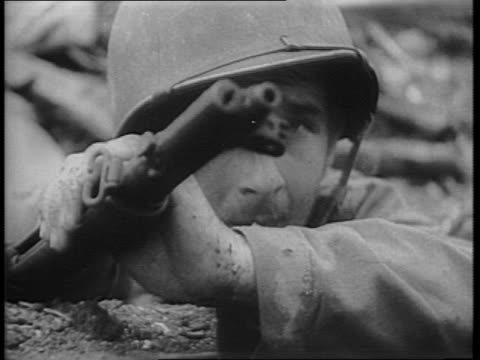 damien parer narrates over montage of marines creeping through jungle / soldier carries a wounded man back from the line / a pause from the fighting... - stillahavsöarna bildbanksvideor och videomaterial från bakom kulisserna