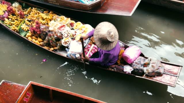 damnoen saduak, ratchaburi province, thailand, tourists on the boats rides at the damnoen saduak floating market - floating market stock videos & royalty-free footage