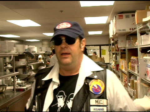 vídeos y material grabado en eventos de stock de dan aykroyd on the house of blues venue at the grand opening of the san diego house of blues' with the blues brothers featuring dan aykroyd and jim... - jim belushi