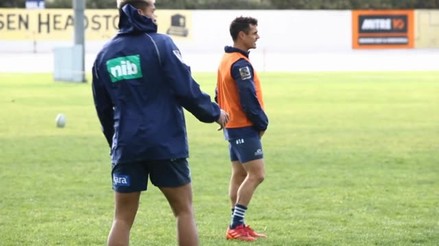 dan carter of the blues during a blues super rugby training session at blues hq on july 07 2020 in auckland new zealand - blues stock videos & royalty-free footage