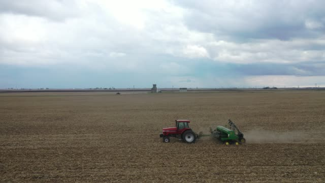 dan duffy plants soybeans on april 23, 2020 near dwight, illinois. mild, dry weather has farmers in the state scrambling to get their fields planted. - agriculture stock videos & royalty-free footage
