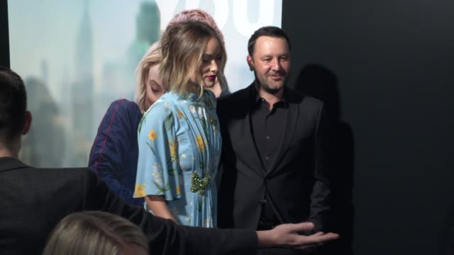 "vídeos y material grabado en eventos de stock de dan fogelman and olivia wilde at the ""life itself"" los angeles premiere at arclight cinemas cinerama dome on september 13, 2018 in hollywood,... - cinerama dome hollywood"