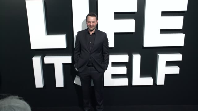 "vídeos y material grabado en eventos de stock de dan fogelman at the ""life itself"" los angeles premiere at arclight cinemas cinerama dome on september 13, 2018 in hollywood, california. - cinerama dome hollywood"