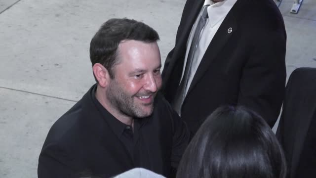 vídeos y material grabado en eventos de stock de dan fogelman signs for fans outside the life itself premiere at arclight cinerama dome in hollywood in celebrity sightings in los angeles - cinerama dome hollywood