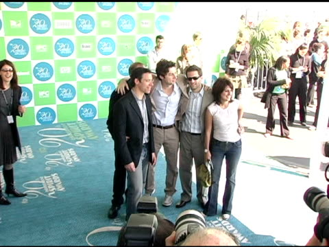 dan halsted richard klubeck zach braff pamela abdy and gary gilbert at the 20th annual independent spirit awards arrivals and interviews at santa... - zach braff stock videos & royalty-free footage