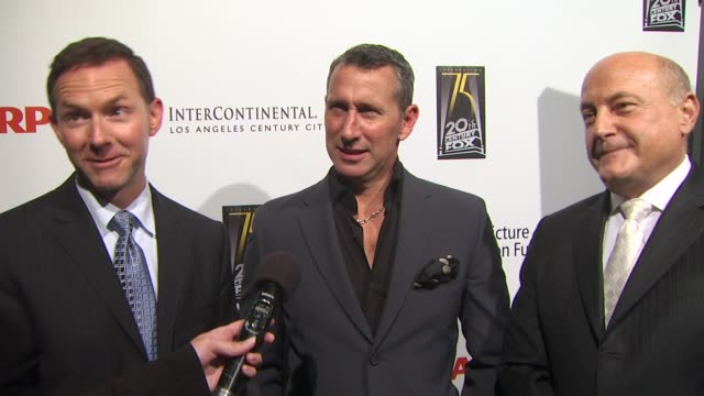 dan jinks adam shankman and laurence mark on directing and producing tonight's benefit on what fans of broadway and film can expect tonight on how... - anweisungen geben stock-videos und b-roll-filmmaterial