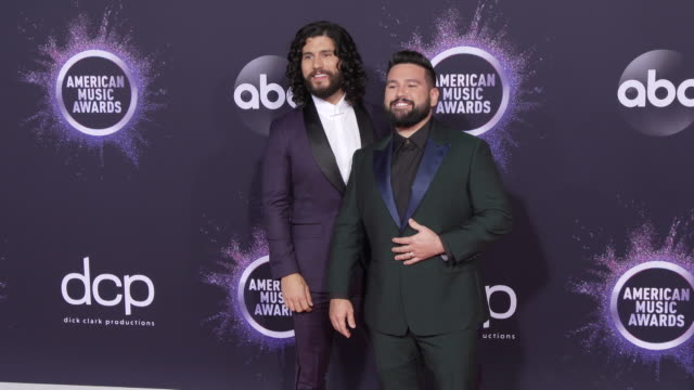 dan smyers and shay mooney at the 2019 american music awards at microsoft theater on november 24 2019 in los angeles california - アメリカン・ミュージック・アワード点の映像素材/bロール