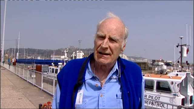vídeos de stock, filmes e b-roll de dan snow organises peter snow interview sot on french officials not allowing dan snow's rescue dinghies to return to calais once left once various of... - peter snow