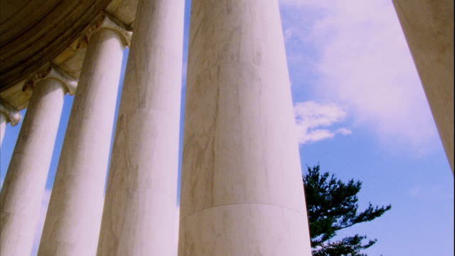 danby imperial marble ionic columns of colonnade of thomas jefferson memorial founding father liberty 3rd president author republicanism - colonnade stock videos & royalty-free footage